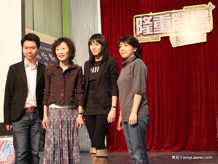 《隆重登場》的副監製 Wee Wan、評委崔明慧、主持劉美誼和金神大賭場廣告公關經理 Ayesha Ma