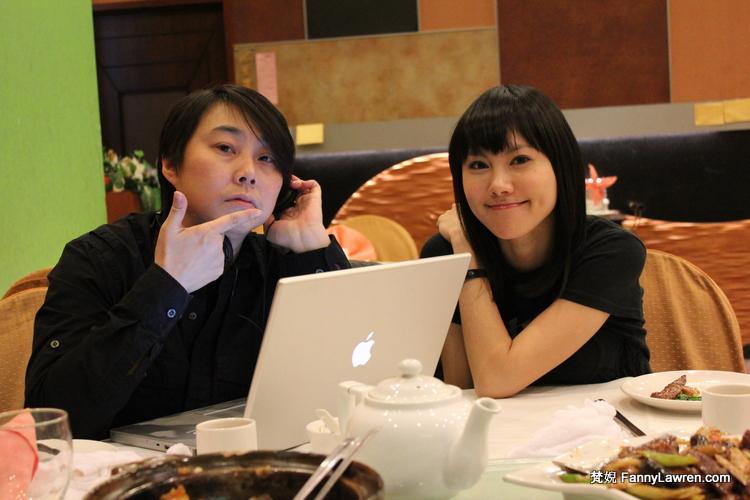 面試後慶功中的劉美誼和 Jo Chan