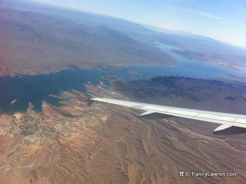 沙漠中的湖,份外漂亮和珍貴。