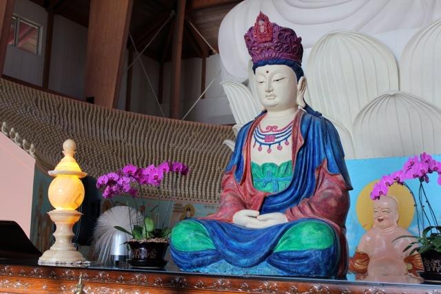 莊嚴寺內,佛像眾多,每一件都是藝術品。