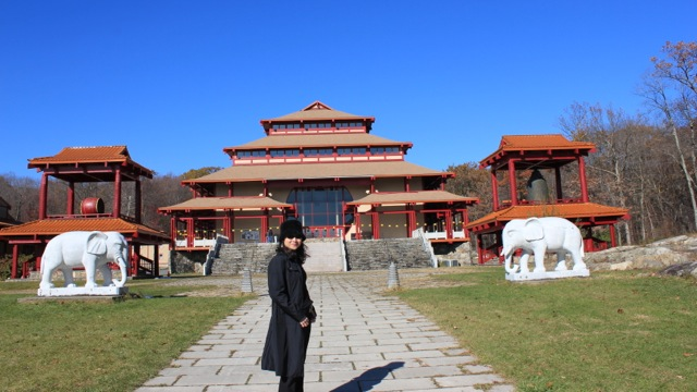 Fanny Lawren at Chuang Yen Monastery 梵婗到紐約莊嚴寺一遊