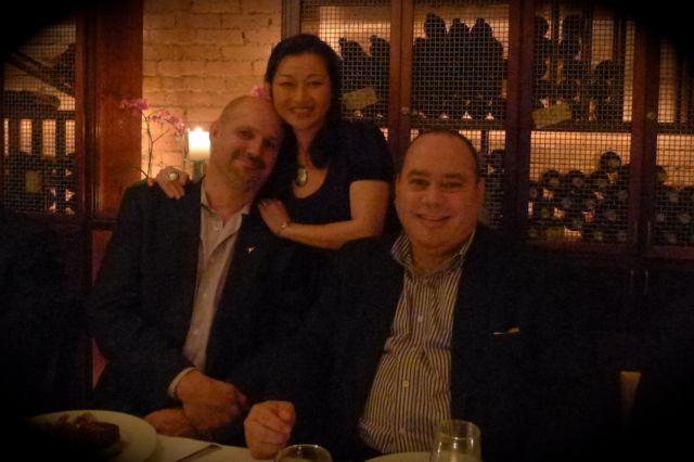 是次晚會由 L3 的 Mark Robinson 主理,他這「外國人」其實很「華人」的。坐下來的 LJ 小鳥依人的在我肩上,笑說我比他高,哈哈!