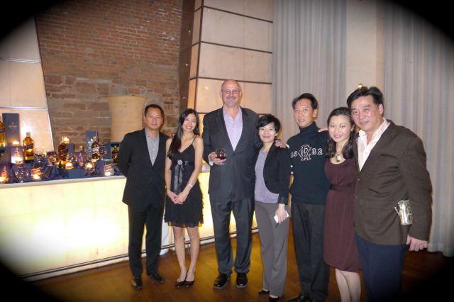 與多位晚會幕後美女和主要大佬 Joe Lam 拍照。