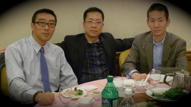 今天認識了多位商會的要員,包括相中三位常務理事:萬域電腦的周萬明 Joe Zhou、Empiera 的劉志堅 Alex Lau、榮豐地產的馬志維 Kevin Ma。