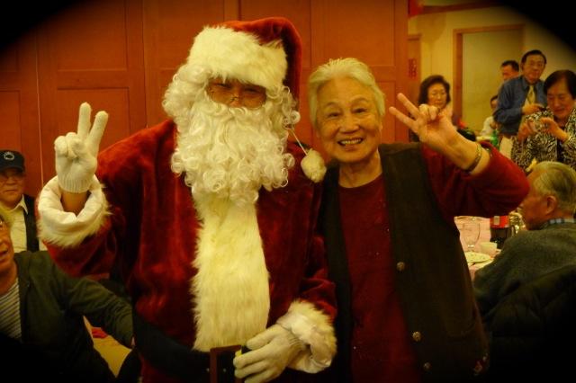 原來愛聖誕老人的,不單是小孩,長者也瘋狂呢。