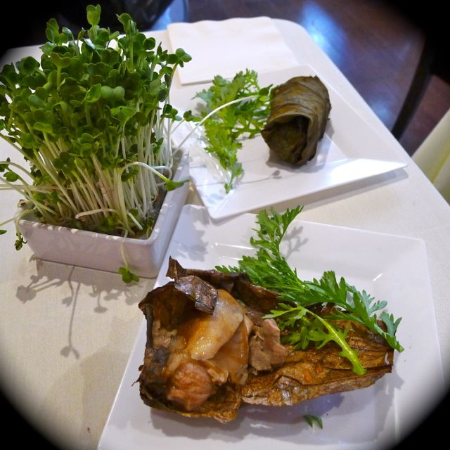 迷你荷葉珍珠雞 Sticky Rice with Chicken, Abalone, Sea Cucumber & Chestnut Wrapped in Lotus Leaf